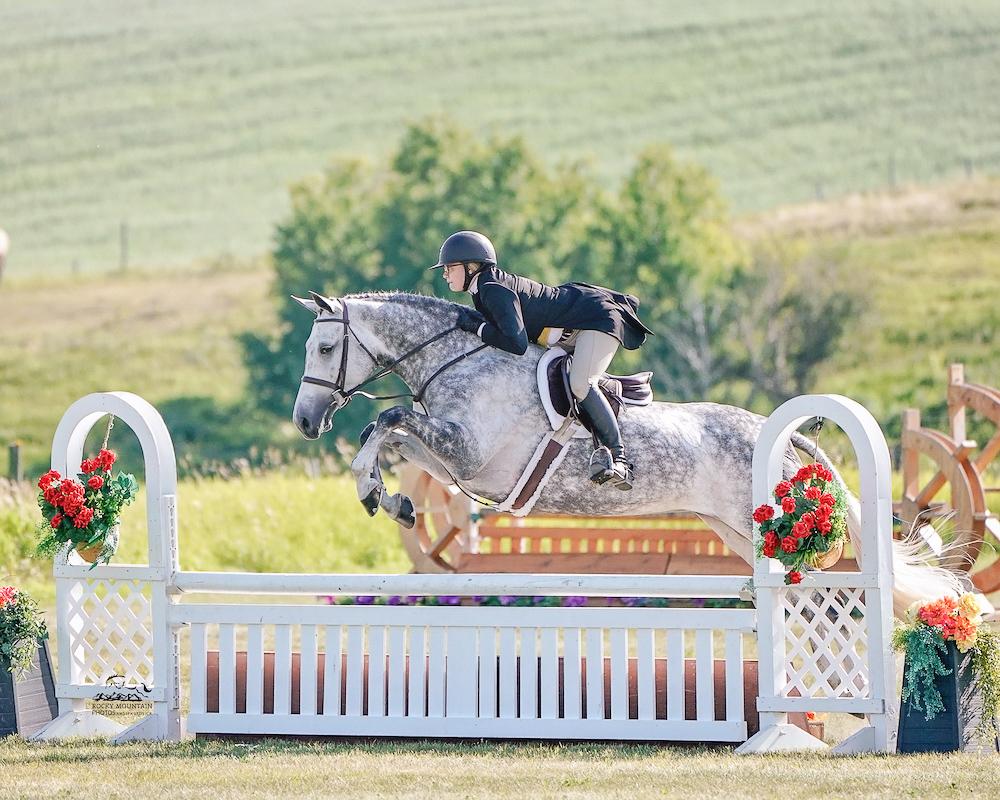 Lynn Greetis races on her horse